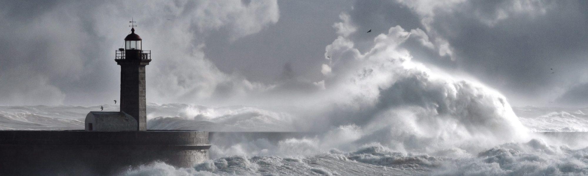 Bild von Leuchtturm im Sturm